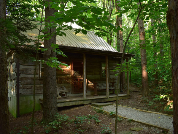Frontier Log Cabins - Hocking Hills Cottages and Cabins on