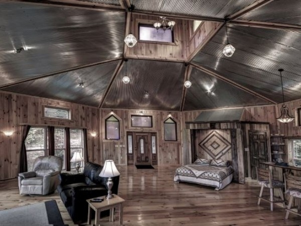 Delightful Stunning Unique Octagon Cabin NOW WITH WIFI, Only 2 Miles From Old Manu0027s  Cave 9u0027x7u0027 Windows Overlook Wooded Hillsides. Large Great Room With 28 Ft  Vaulted ...