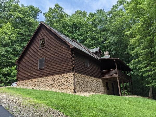 Lovie's Hillside Lodge
